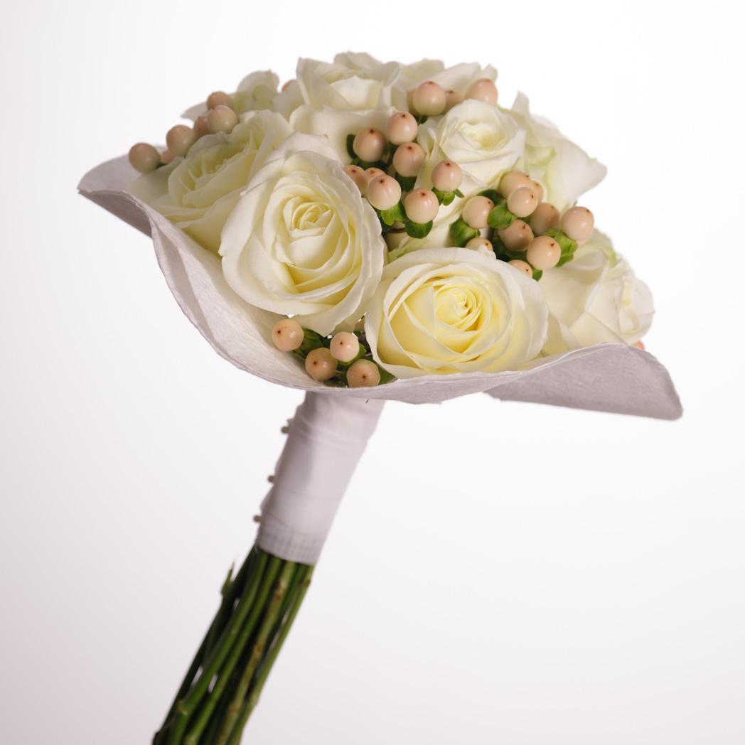 Ramo De Novia De Rosas Blancas Y Hypericum Floristeria Fontanillas - Imagenes-de-ramos-de-rosas-blancas